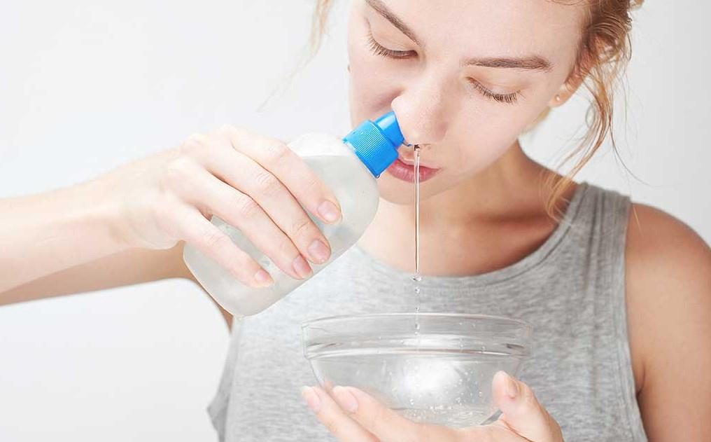 Промывать нос солью