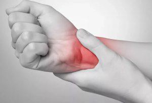 Болит кисть суставы