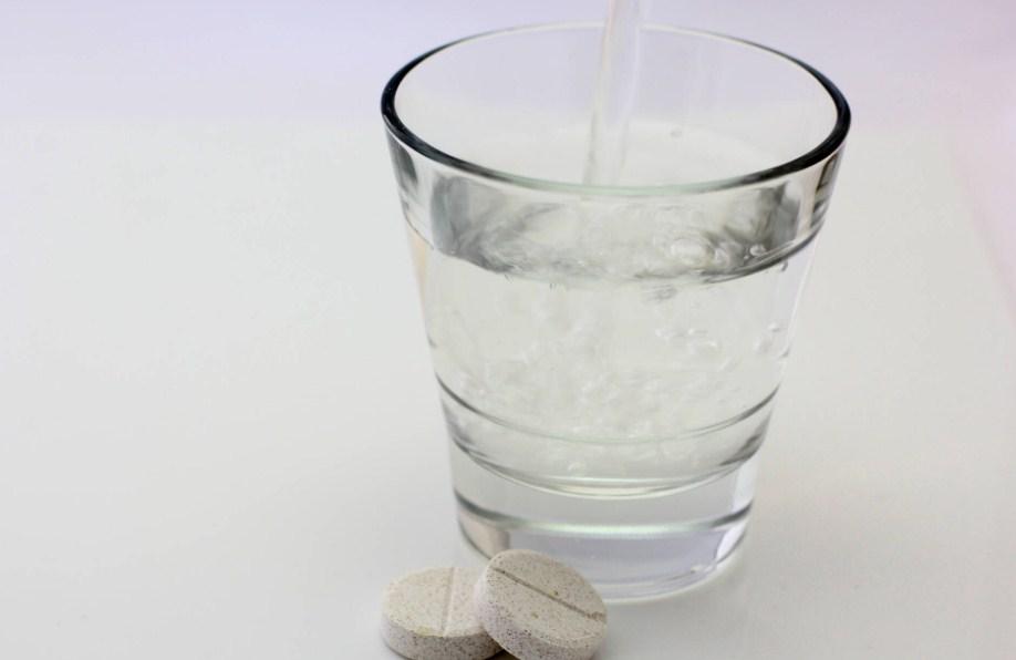 Абомин таблетки и вода