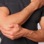 Болит локоть правой руки - причины, чем лечить?