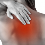 Чем лечить, если спина горит в области лопаток?