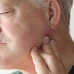 Что делать, если болит под челюстью слева при нажатии?